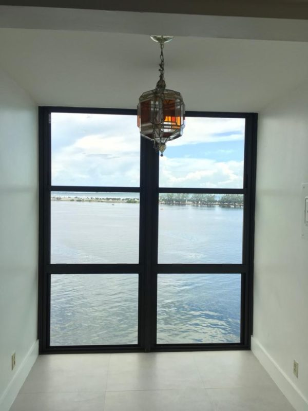 Single hung impact windows in Miami